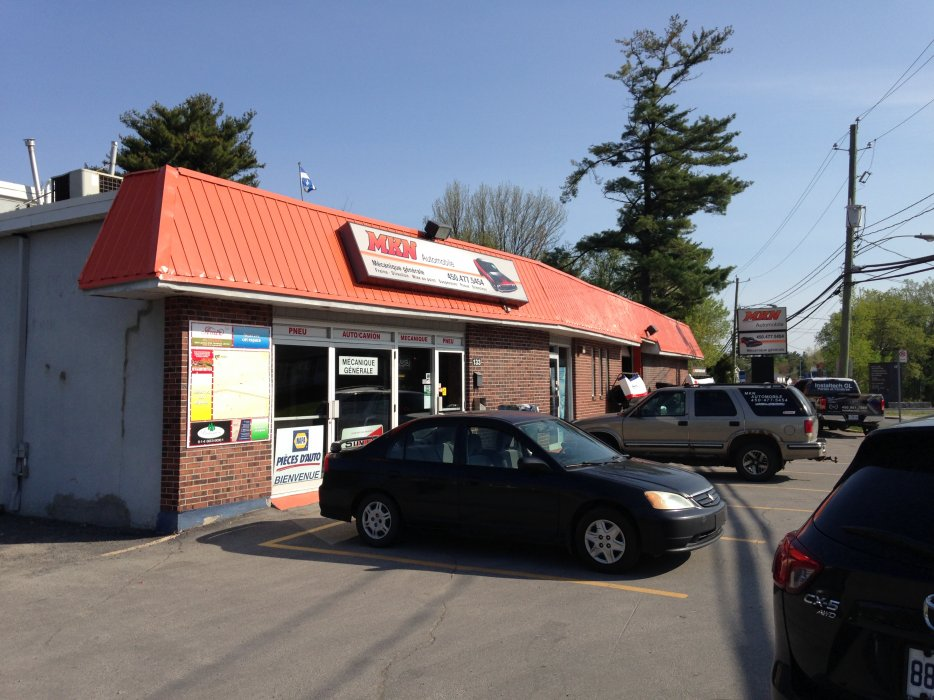 Commercial building and land for sale Mascouche -
