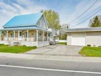 Maison à étages à vendre Saint-Hyacinthe / Sainte-Rosalie - 5200, Rue des Seigneurs E.